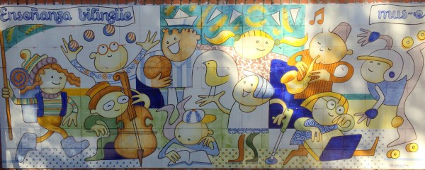 Mural cerámico en el CEIP San Ildefonso de Talavera