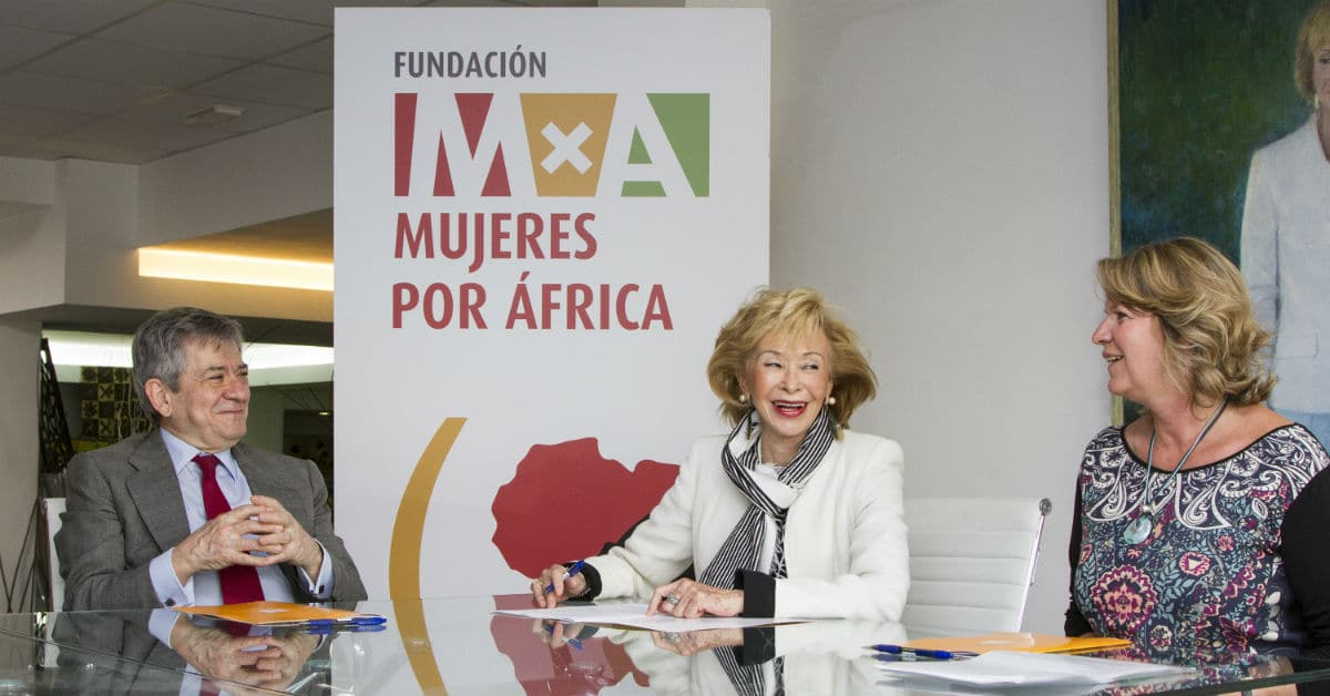 Firma del convenio entre la IYMF, la FYME y la Fundación Mujeres por África.