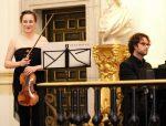 Carole Petitdemange (violín) y Víctor del valle (piano) interpretaron la 'Primavera' de Beethoven.