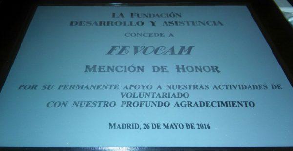 Placa recibida por FEVOCAM de la Fundación Desarrollo y Asistencia