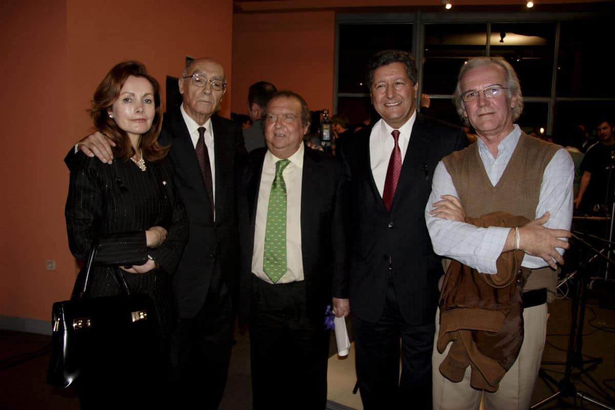 'El Lebrijano' (en el centro de la foto), en el acto de inauguración de 'El llanto de las flores'