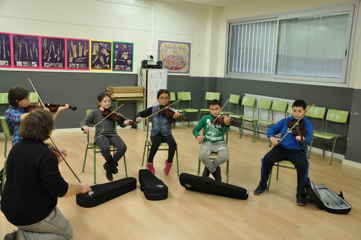 Clase de violín en la Escola Pepa Colomer. Curso 2015-2016.