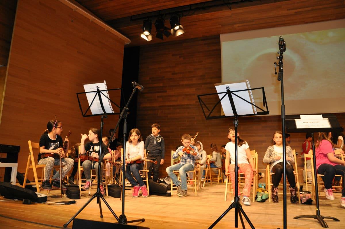 Concierto de '5 violines' del Pepa Colomer con la orquesta EntreCordes.