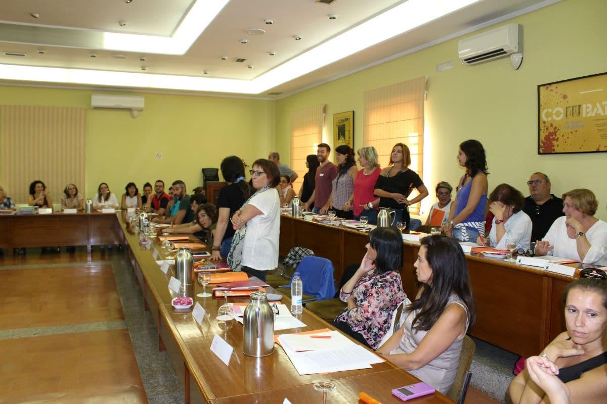 Sesión de intercambio de buenas prácticas en la sala de plenos de Magalia
