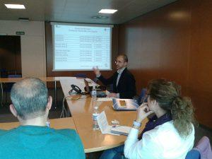 Antonio Merino, responsable de Proyectos de la FYME, explicando el plan de actuación de Escuela de Familias