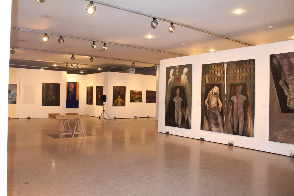Tercera mesa redonda en el marco de la exposición \'Mujeres\', de ...