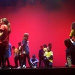 Actuación de 5º y 6º de la Escola Pepa Colomer en el espectáculo Solsticio de Invierno
