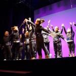 Actuación de 3º y 4º de la Escola Pepa Colomer en el espectáculo Solsticio de Invierno