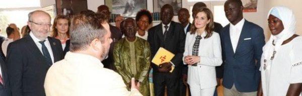 Encuentro de la Reina Letizia en su viaje a Senegal con representantes de la Fundación y otras entidades
