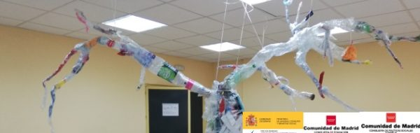 'Bosque de plástico' para concienciar sobre el reciclaje