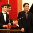 Pablo Ventero (violín) y Pablo Jara (piano), saludan tras su actuación.