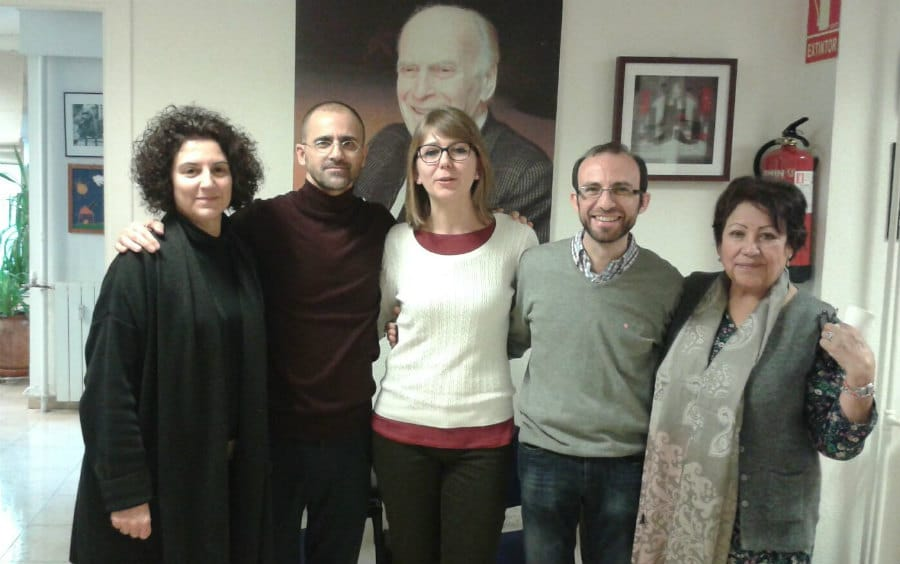 Cristina, en el centro de la foto, alumna de la Universidad de Génova, ha concluido dos meses de prácticas en la FYME.