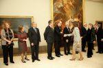 Doña Sofía saluda a los miembros del Patronato de la FYME y del Comité de Honor.