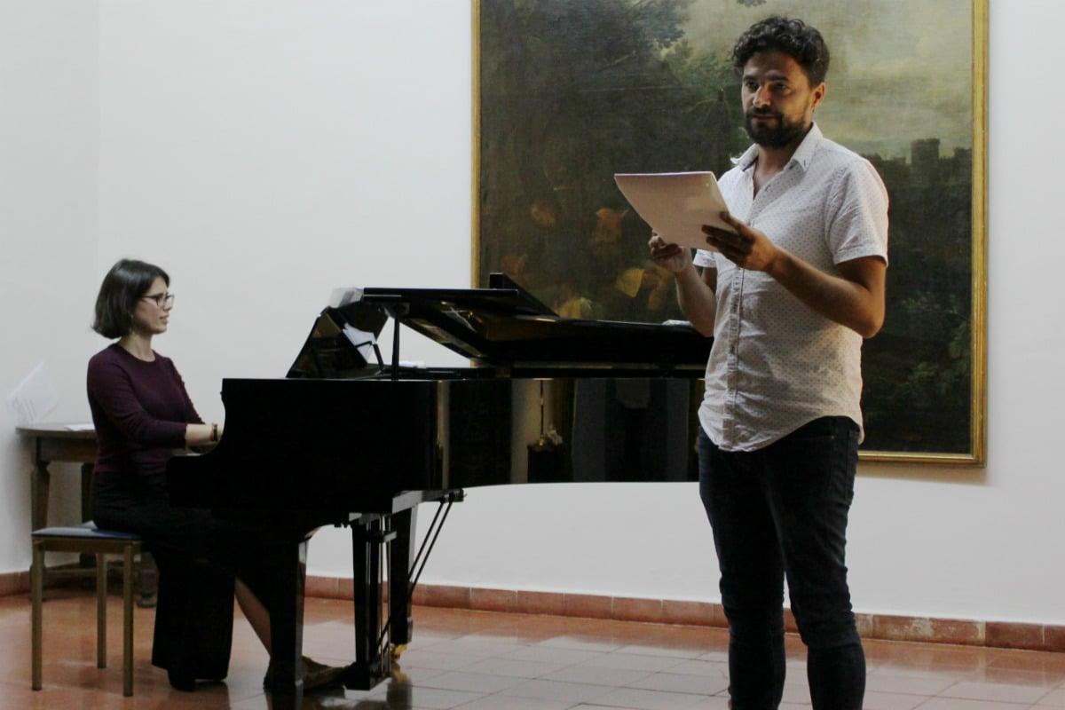 Recital de poesía en Museando, por Sergio Román