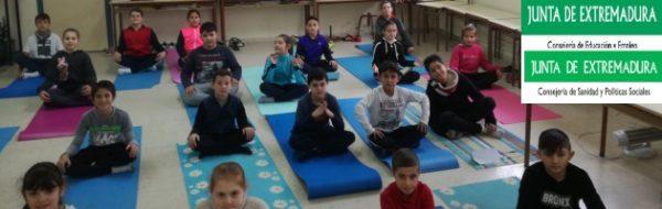 Emocion-Arte: El éxito del estreno del Yoga CEIP Padre Manjón