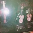 Violines dibujados en una pizarra del CEIP Andrés Manjón de Ceuta